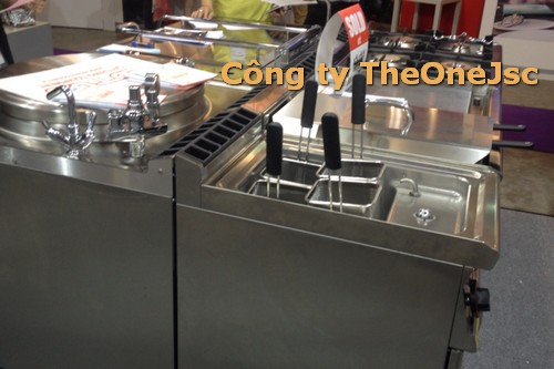 thiết bị inox cho khu bếp chính của nhà hàng